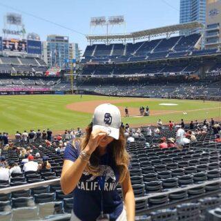 Cuál es tu deporte favorito? El béisbol es curioso de ver y el estadio de Petco Park es precioso, abierto y siempre soleado. . . . #petcopark #beisbol #sports #padres #game #hat #sd