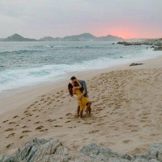 Feliz día internacional del Beso! . . . #diainternacionaldelbeso #beso #amor #playa #mexico #loscabos #pedidademano #atardecer