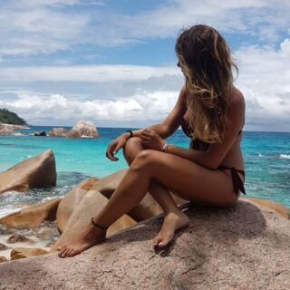 Viajar a través de las fotos, recordar momentos únicos y planear de nuevo dónde perderse en el mundo. . . . #viajaresvivir #momentosunicos #perderseporelmundo #seychellesisland #africa #bluesea